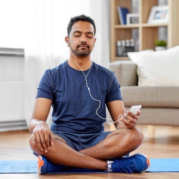 Mindfulness Meditation and Psychopathology (2 CE)